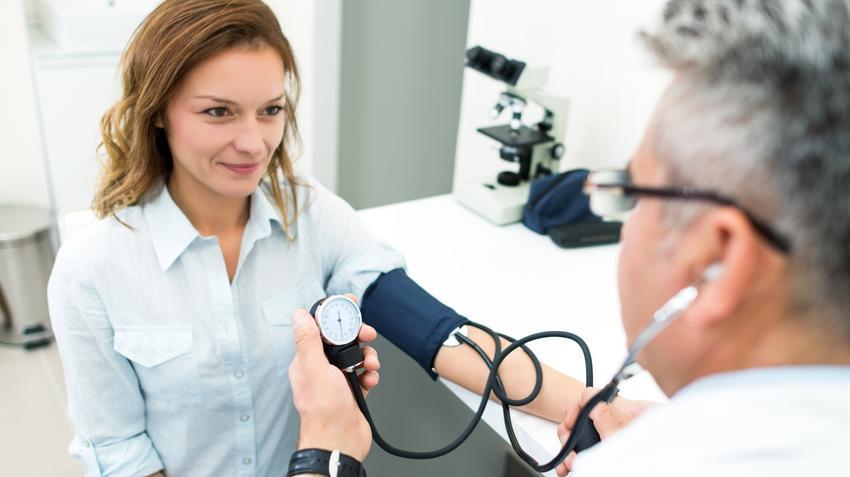 életkora a magas vérnyomásban szenvedő nőknél