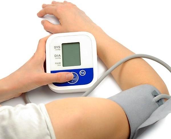 a magas vérnyomás azonnal eltűnik ha reggel iszik