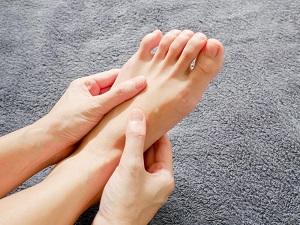 magas vérnyomás a lábak zsibbadása)