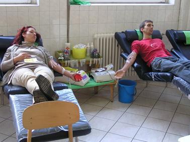 véradás és magas vérnyomás)