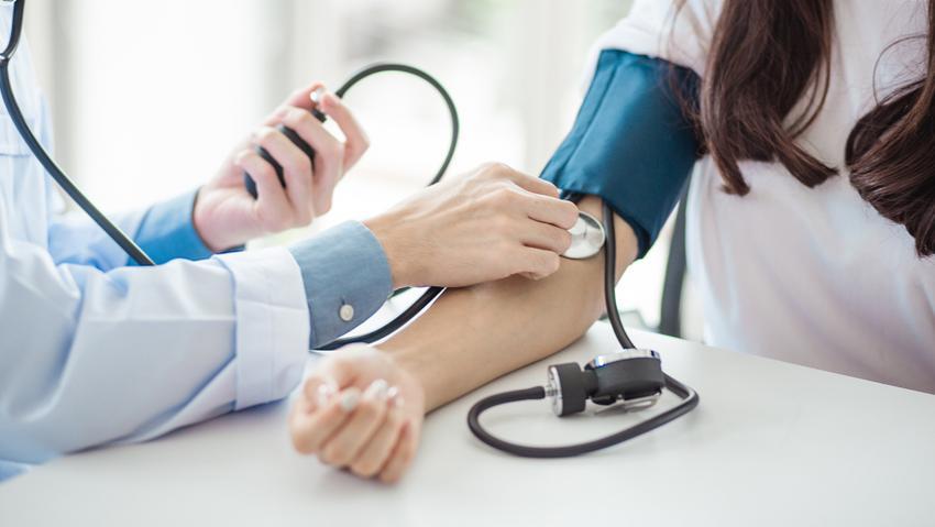 rosszindulatú magas vérnyomás tünetei és kezelése)