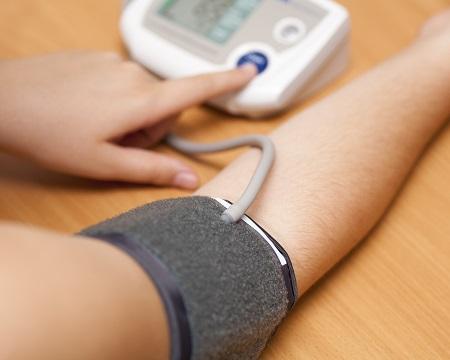 hogyan lehet csökkenteni a pulzusszámot magas vérnyomás esetén a magas vérnyomás 3 stádiumában a 4 veszélyeztetettség áll fenn