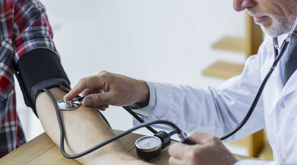 a hipertónia fő tünetei röviden koleszterin hipertónia esetén