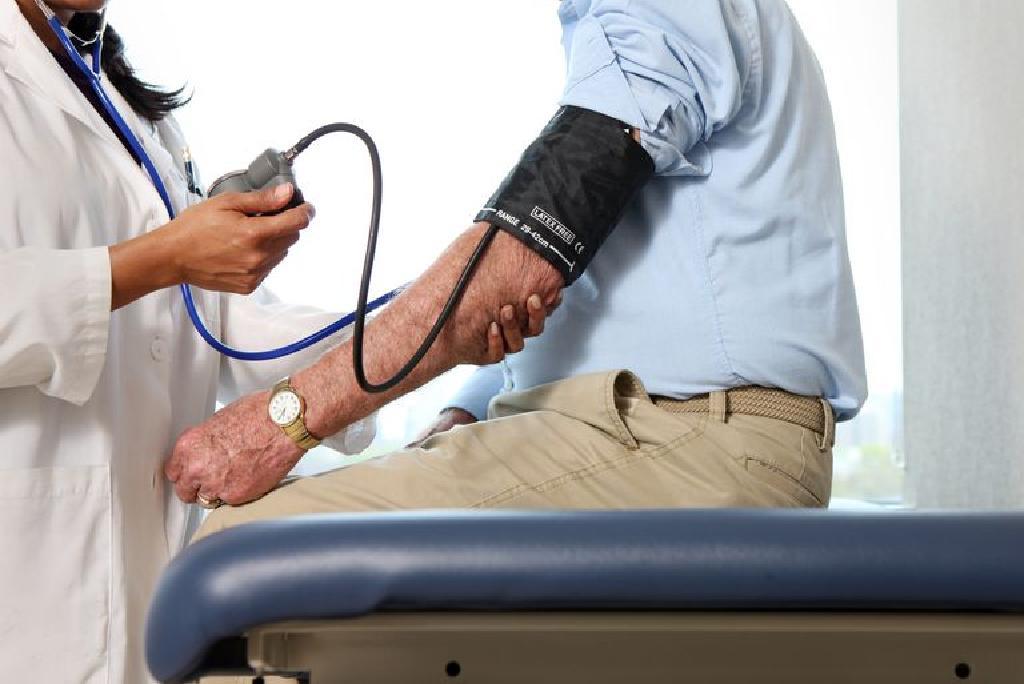 rosszindulatú magas vérnyomás tünetei és