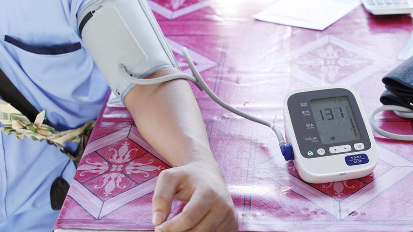 magas vérnyomás bal és jobb kéz szemcseppek magas vérnyomás