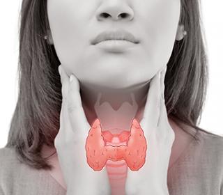 Az autoimmun pajzsmirigy gyulladás tünetei és kezelése