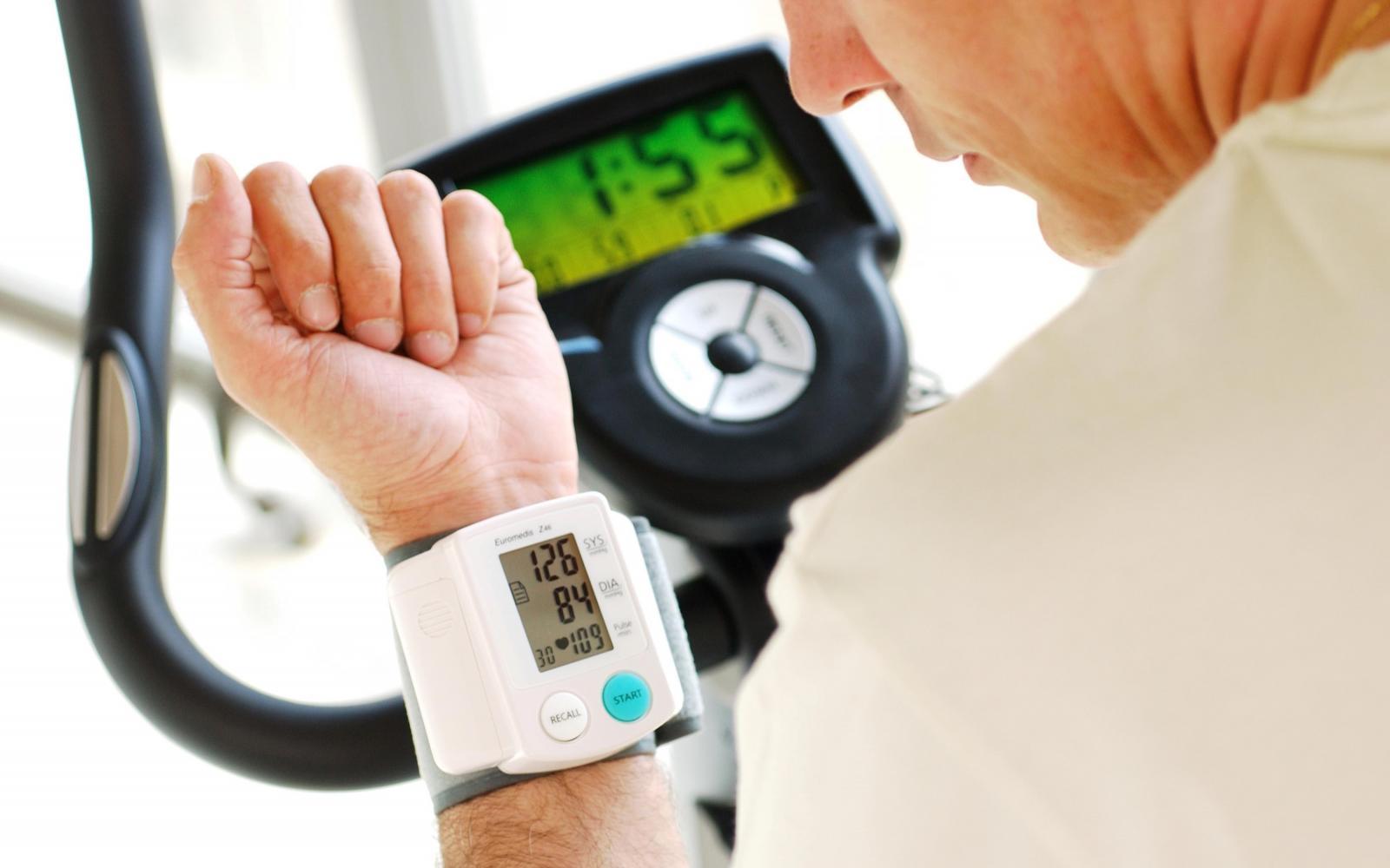 magas vérnyomással járó szolgáltatás