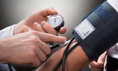 magas vérnyomás esetén az erek kitágulnak és keskenyednek)