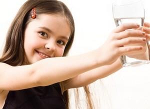magas vérnyomás esetén mennyi vizet ihat)